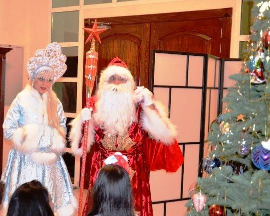 2ID - TRADITIONAL GREETINGS WITH A HAPPY NEW YEAR FROM DED MOROZ AND SNEGUROCHKA