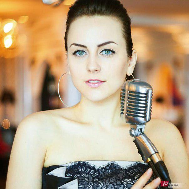 Acoustic solo singer for gala concerts