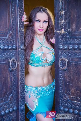 Belly dancer for family occasions