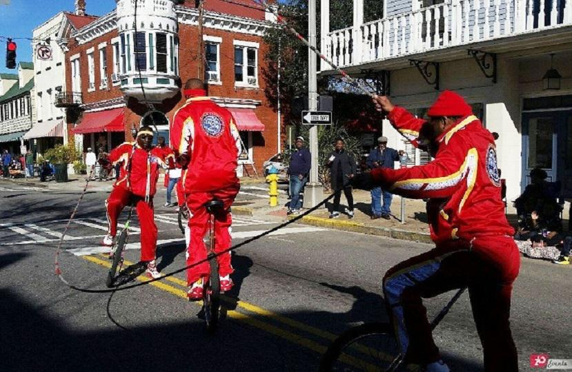 Bicycle jumping rope act for street events
