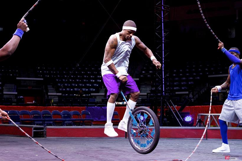 Bicycle jumping rope act for sport occasions