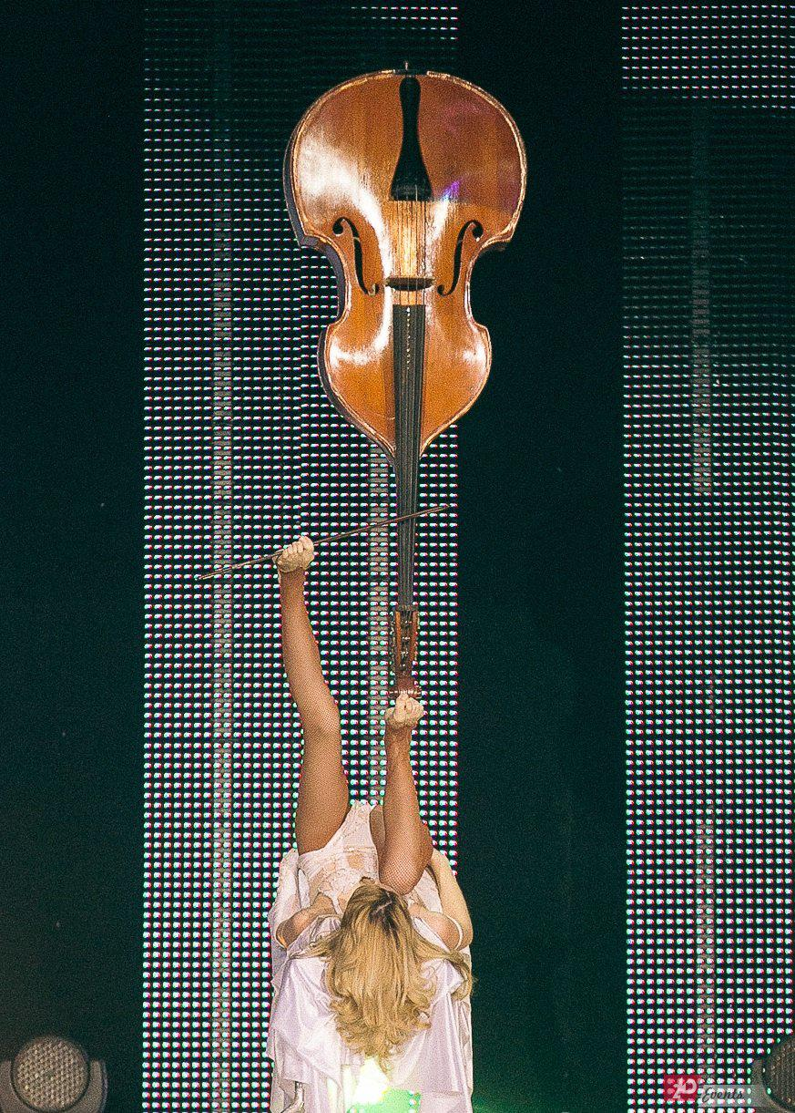 Contrabass juggler for product launches