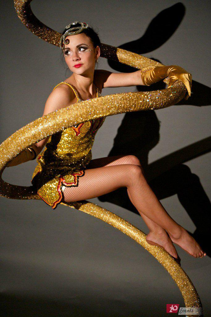 Crystal snake show for gala dinners