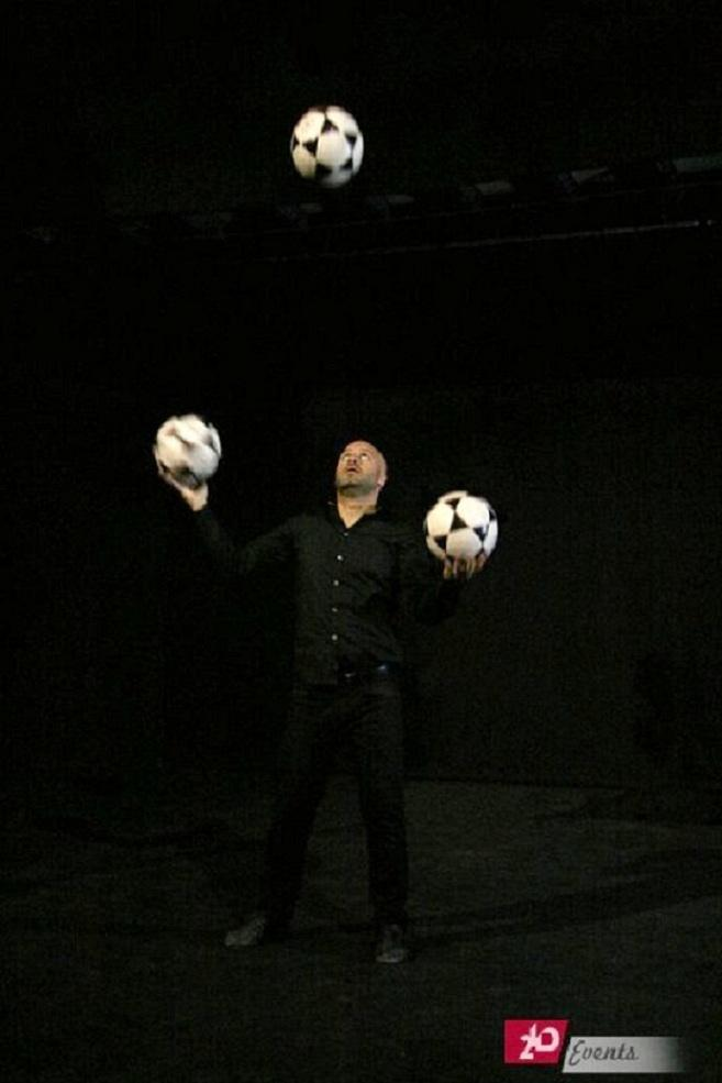 Football juggler act for sport occasions