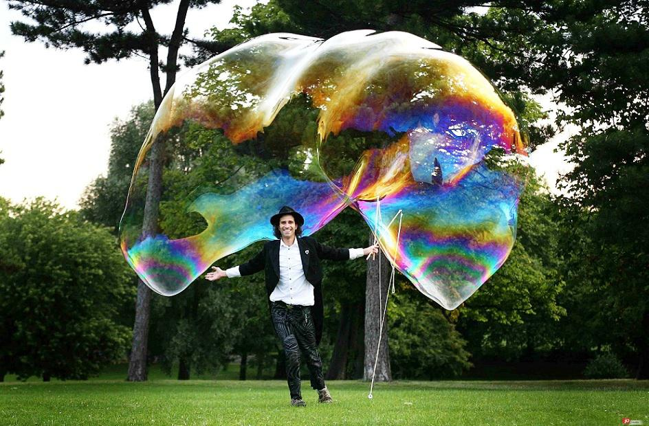 Giant bubble show for weddings
