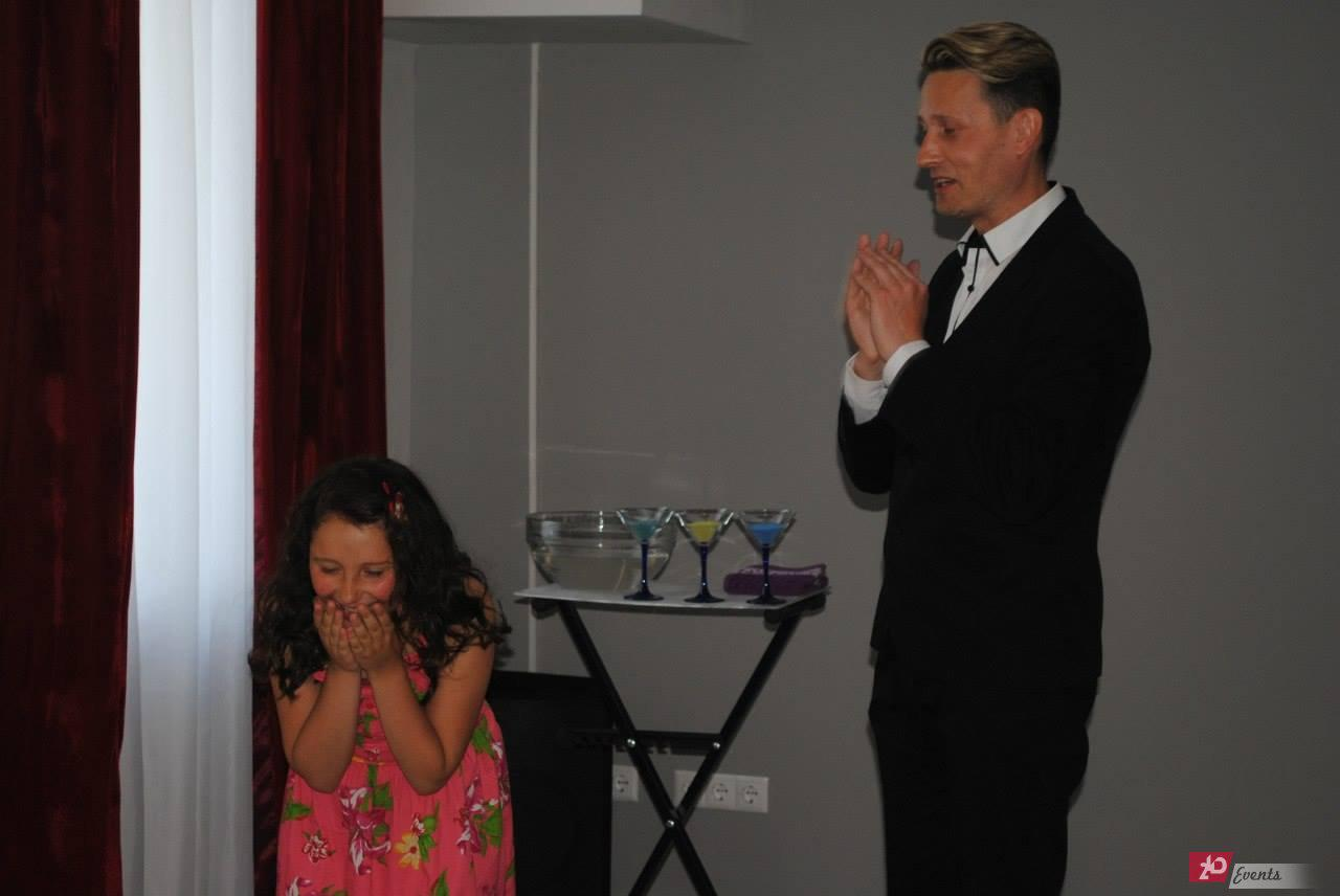 Magician for children suitable for birthday parties