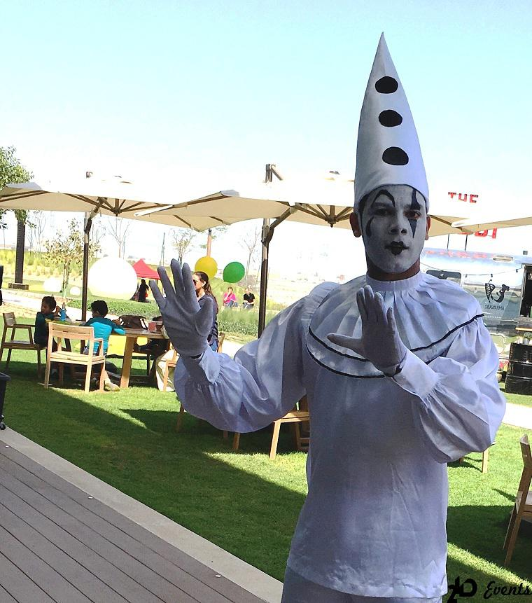 Mime artist for kid`s parties