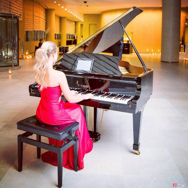 Female pianist for corporate events