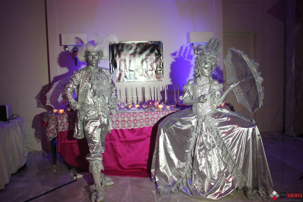 Silver living statues for family occasions