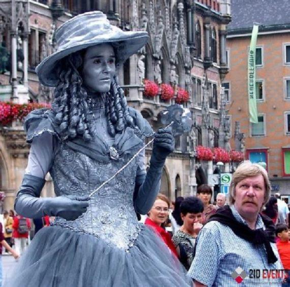 Silver living statues for special events