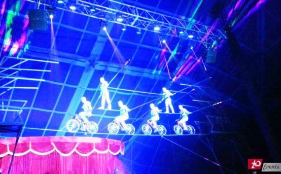 Slackline acrobatic act for corporate event