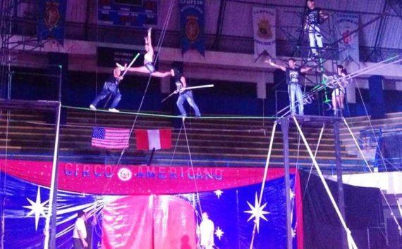 Slackline acrobatic act for carnivals
