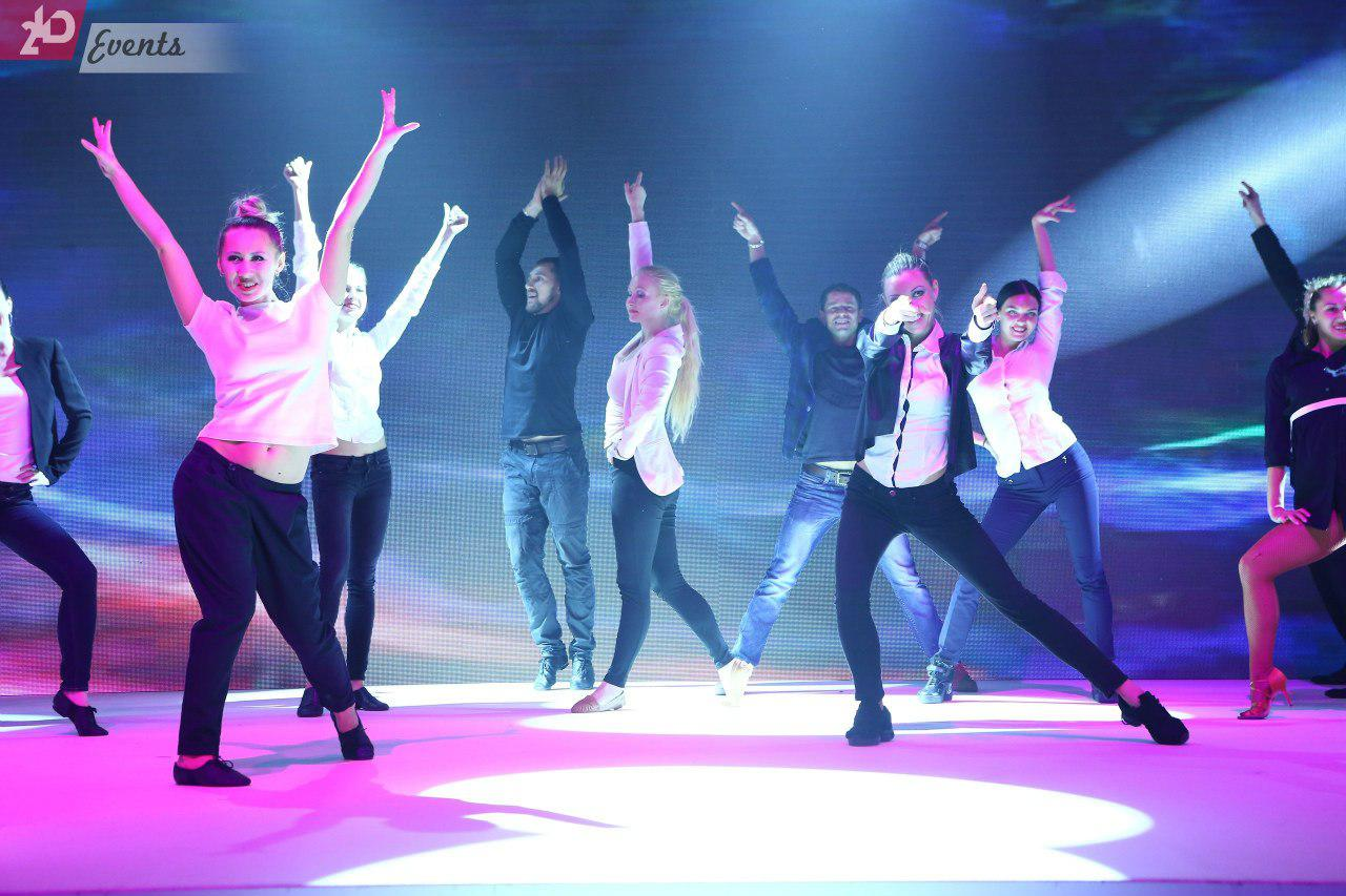 Small flash mob for themed occasions