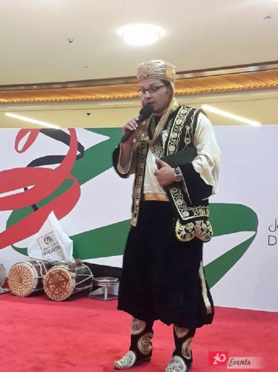 Story teller for mall activities