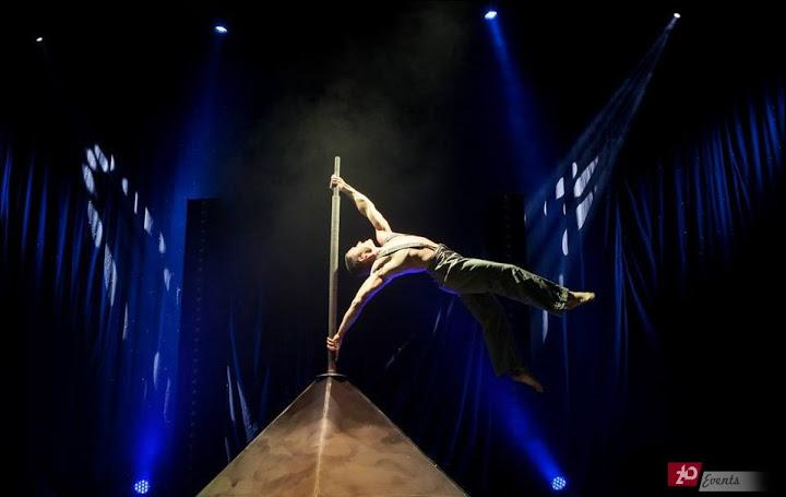 Acrobat duo – flag for themed events