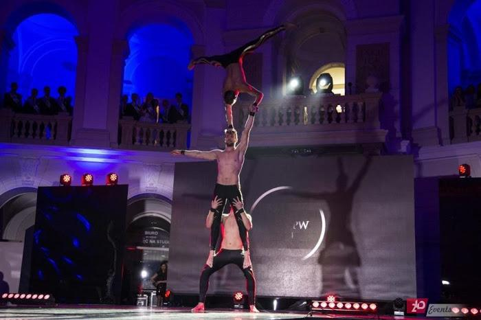 Acrobatic trio for corporate events