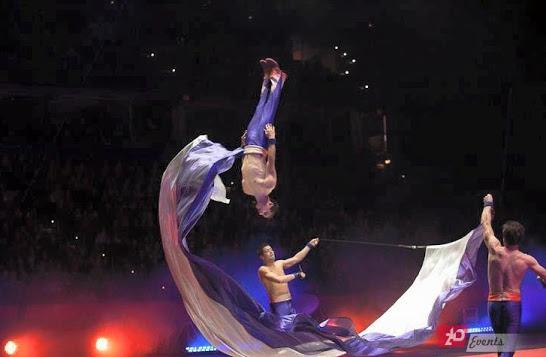 Airtrack acrobats for themed parties