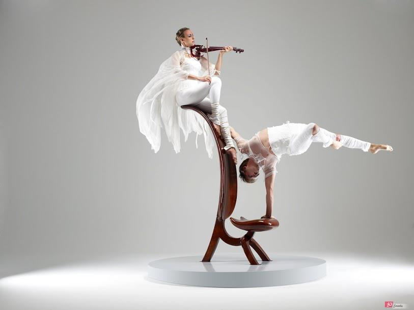 Equilibrist & violin show for gala dinners