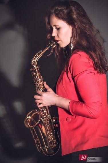 Female sax player for special occasions
