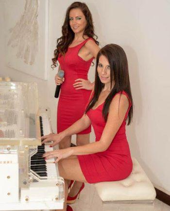 Female music duo in Dubai