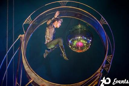 Wheel acrobat for themed events