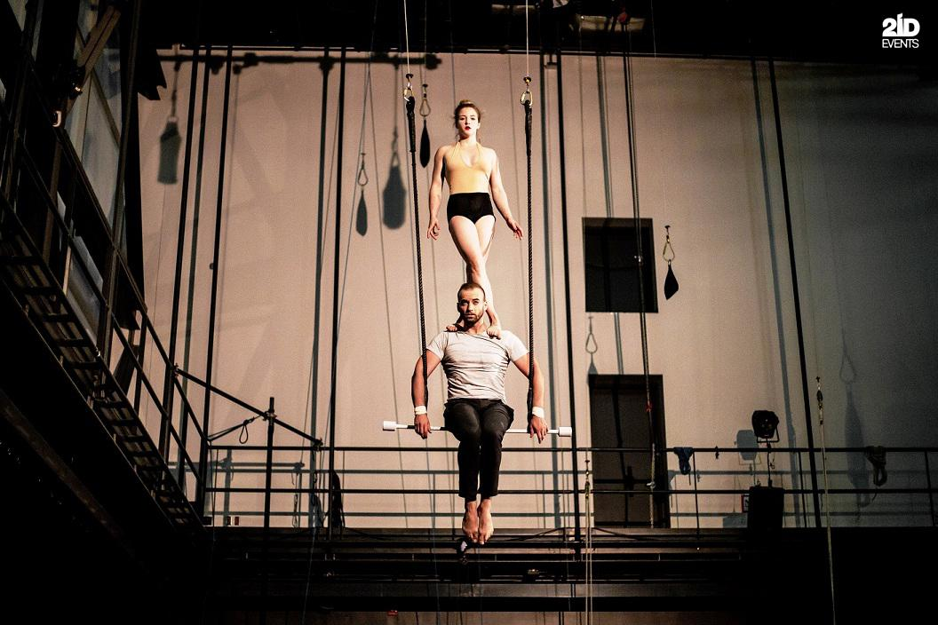Duo trapeze for corporate events