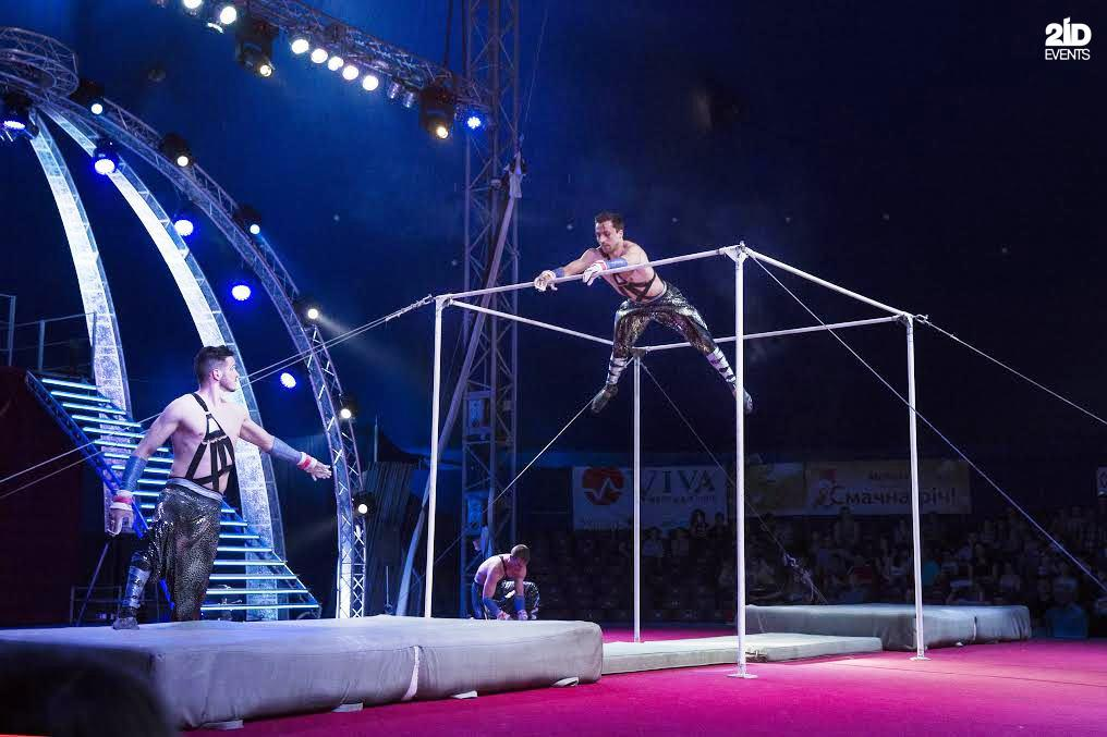Horizontal bars act for corporate events