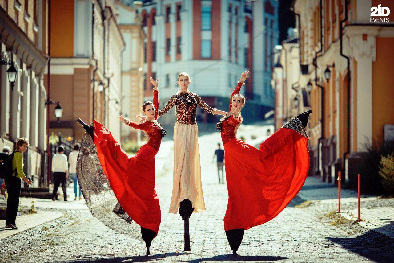 Stilt Walkers Female Dancers for special occasions