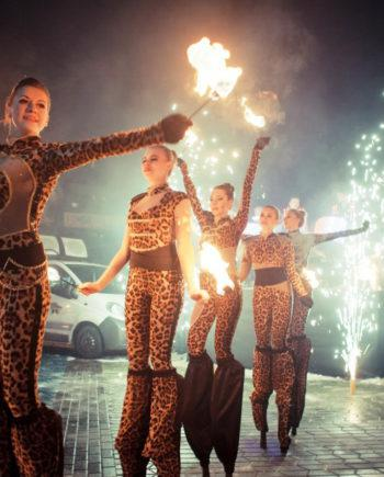 Stilt walkers fire show in Dubai