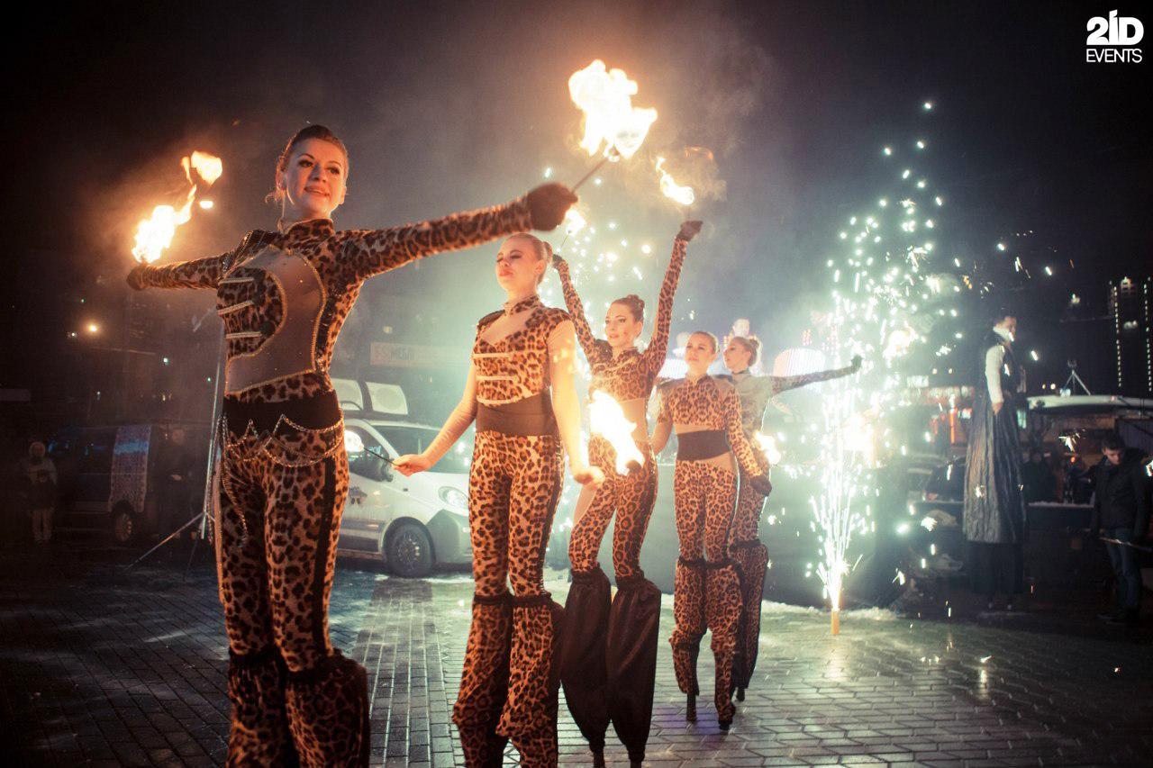 Stilt walkers fire show for ceremonies