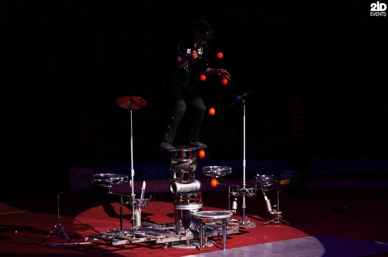 Rock juggler for special events