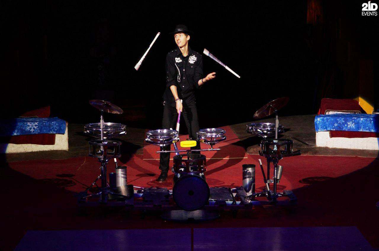 Rock juggler for festivals