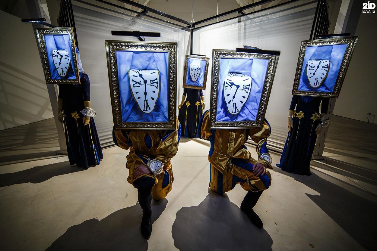 Dancing gallery show for ceremonies