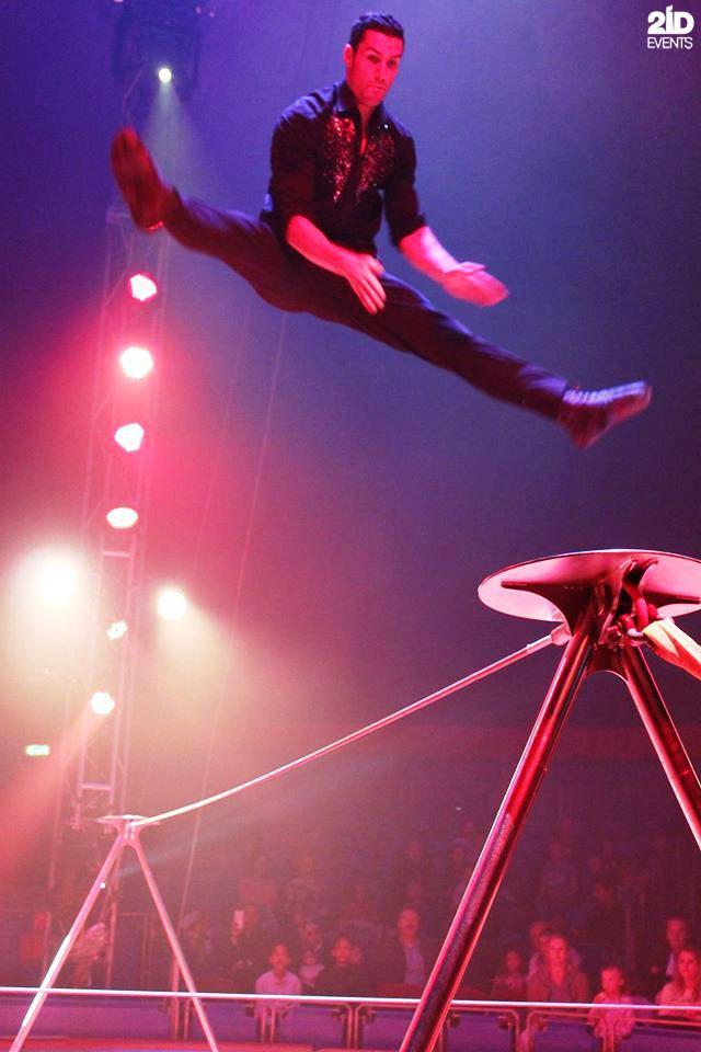 Slackline Acrobat for festivals