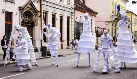 Guests from the Moon for street festivals