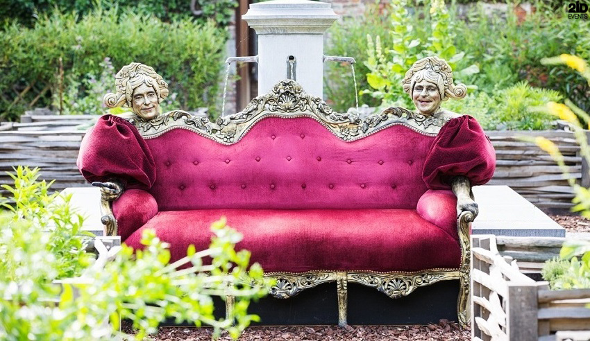 Alive Couch for private parties