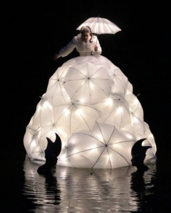 Floating Opera Singer in Dubai