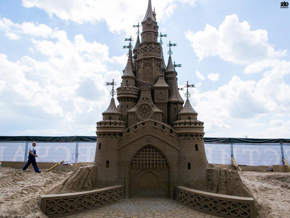 MALE SAND SCULPTURE ARTIST FOR CORPORATE EVENTS