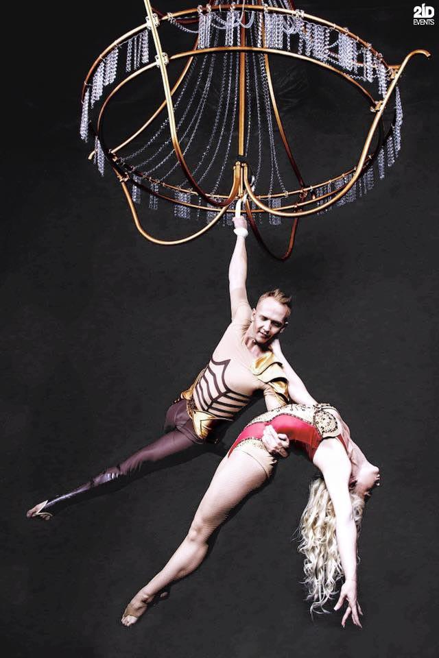 CHANDELIER ACRO DUO FOR CORPORATE EVENTS