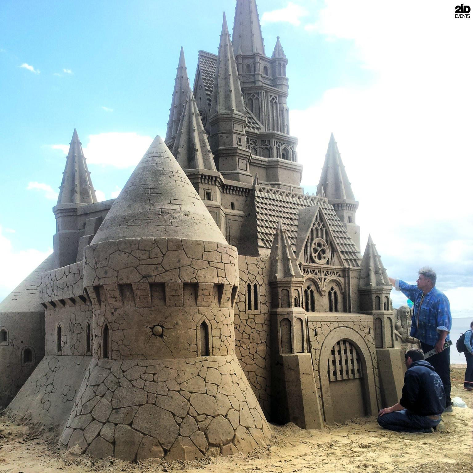 MALE SAND SCULPTURE ARTIST FOR PRIVATE EVENTS