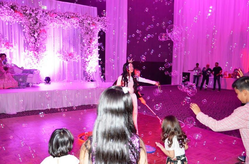 2ID - BUBBLE SHOW FOR INDIAN WEDDING