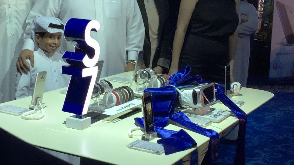 15 - LED CUBE SHOW - SAMSUNG S7 LAUNCH IN BAHRAIN
