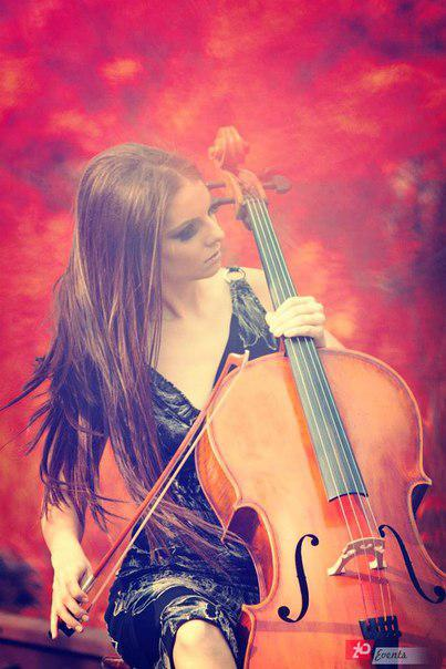 Female cellist in Dubai