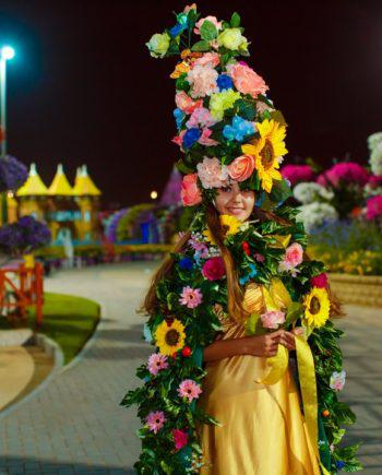 Flower girl in Dubai