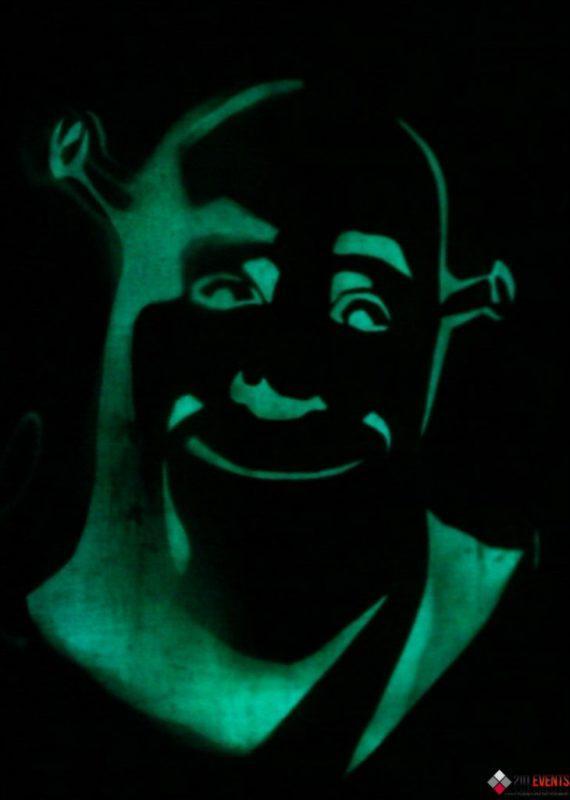 Light painting performance in Dubai
