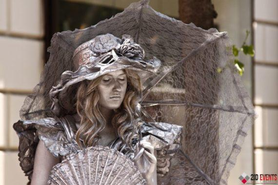 Silver living statues in Dubai