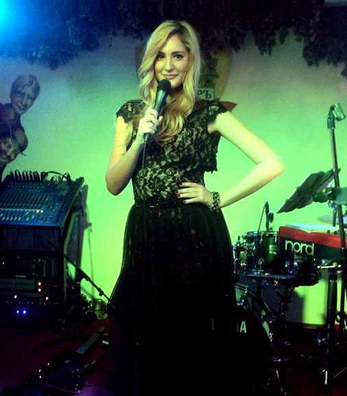 Female cover singer in the UAE