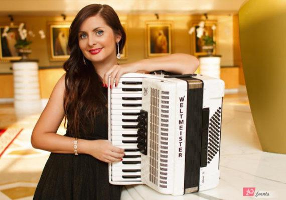 Accordion player in Dubai