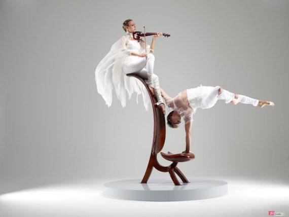 Equilibrist & violin show in Dubai