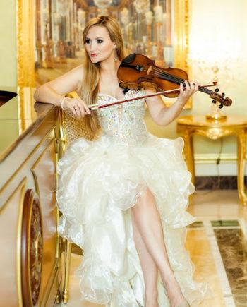 String violinist in Dubai